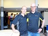 Markus Hartmann (links) aus dem Vorstand des Schulfördervereins und Dirk Meier, der Leiter der Darts-AG an der KGS, freuen sich auf die Show. Quelle: Ingo Rodriguez